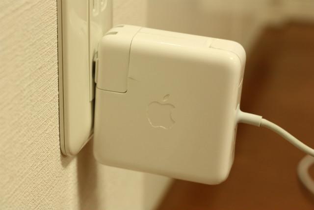 安いと思って買った【バルク品】のMacBookAir充電器を使ったら火花が出た