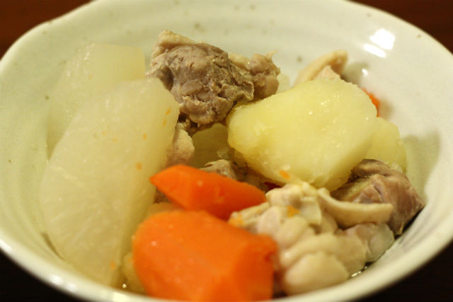 鶏手羽と大根の煮物