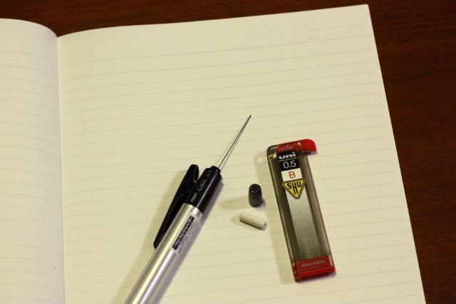 シャーペンに新しい芯を入れるのも良いアクセントになっている