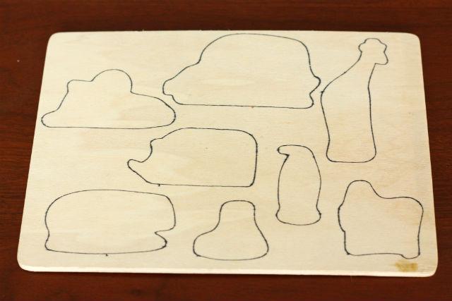 100均(ダイソー)の木製パズル-動物-に一工夫。裏面に表面とちがう場所に型を描く