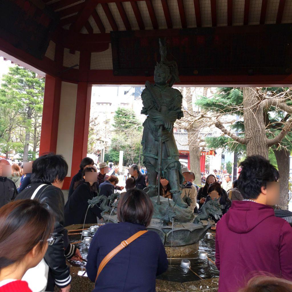東京観光:浅草寺の像