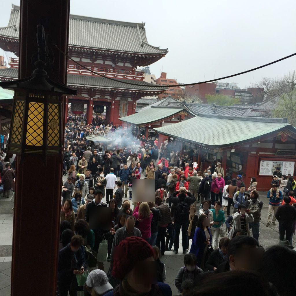 東京観光:浅草寺いちばん奥から振り返って
