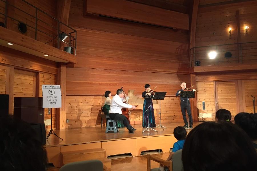 神戸布引ハーブ園:森のホールでの演奏